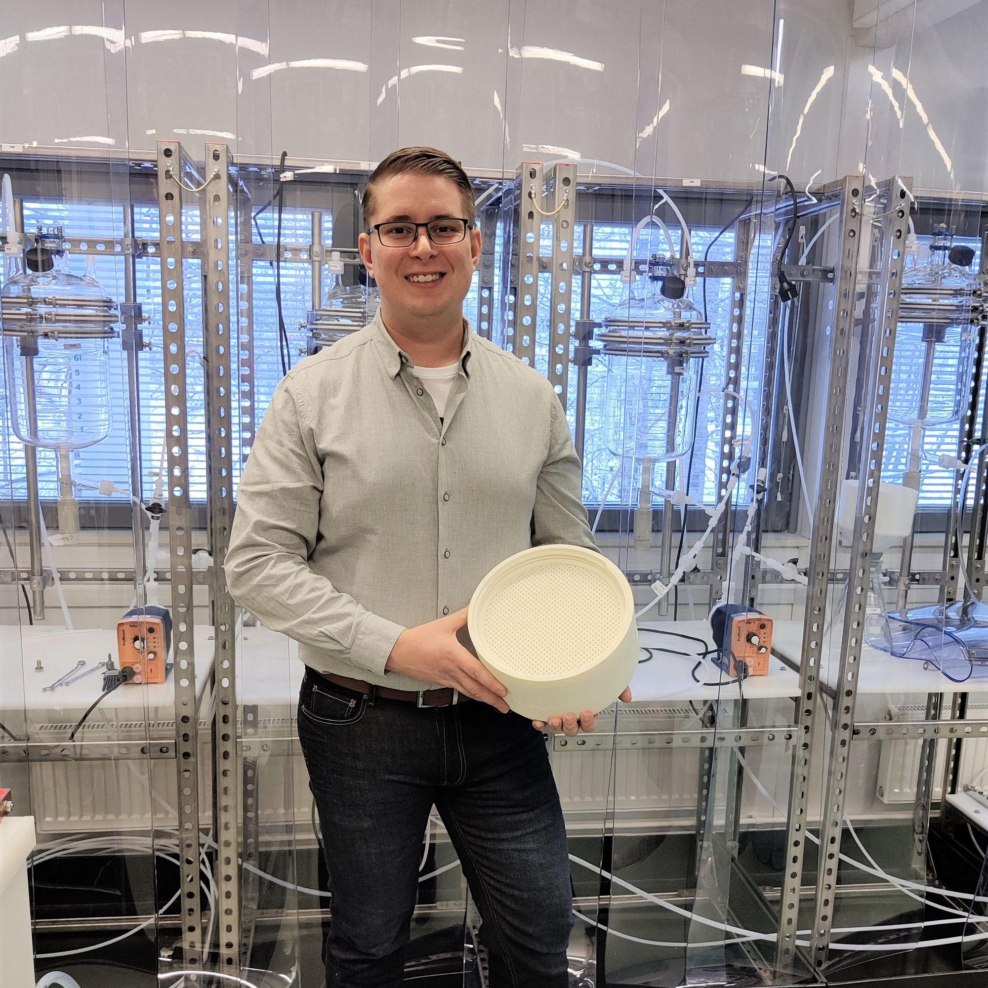 Elmeri Lahtinen in a Weeefiner lab